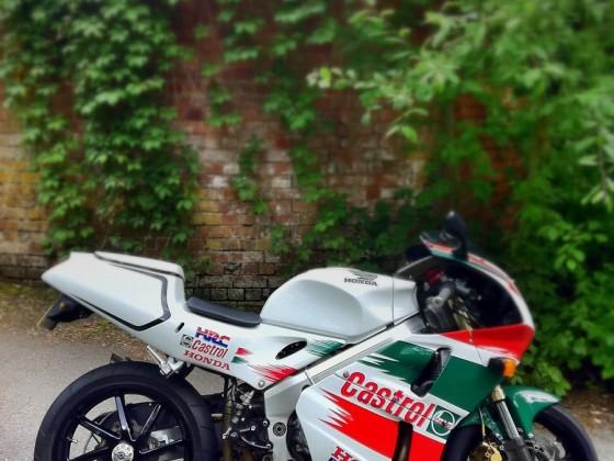 Honda RVF 400 @ Castrol
