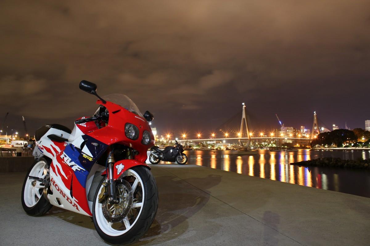 Honda RVF 400 V4 @ Bridge-Line